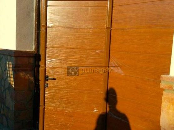 Puertas seccionales en color imitación madera
